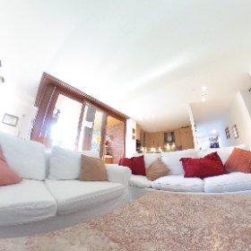 Grosse und helle Wohnung mit Loggia und Autoeinstellplatz in Allschwil zu verkaufen