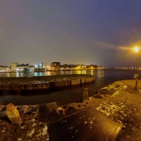 High Tide of March 3rd in Claddagh Quay | Panorama of the Spanish Arch and the Longwalk featuring just open PÁLÁS Movie Theatre building designed by architect Tom de Paor #galway360 #div360 #rain3d #theta360