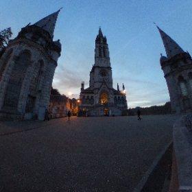 Sanctuaires de Lourdes #theta360fr