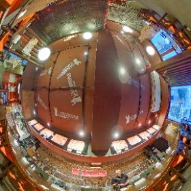 ガンブリヌス六本木  六本木・芋洗坂にあるクラフトビアバー。国内外の厳選された樽生ビールが、最大20タップ。 天ぷらを中心に美味しい和食がいただけます。  https://roppongi.gambrinus.jp/