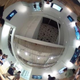 写真家の染瀬さんの個展のギャラリートークが始まりました。@SONYビル6階