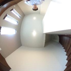 世田谷区等々力にあります「セレスティアル等々力」2SLDKの書斎、屋根裏収納に向かう階段写真です。収納が充実しております。http://www.futabafudousan.com #theta360