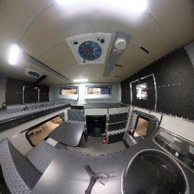 Das ist das 2019er Modell der Four Wheel Campers Wildcat mit Frontdinette und Silver-Spur Paket. Alle Infos zur Kabine findet Ihr auf www.fourwheelcampers.de #theta360 #theta360de