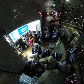 国会議事堂前駅3番出口 #全天球パノラマ 厳重な警備で前に進めません… #0316官邸前大抗議 #RegaindemocracyJP #REGAIN