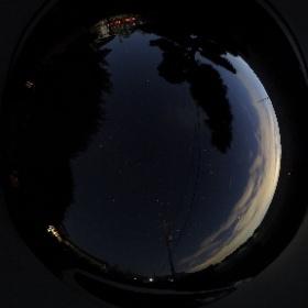 実家で星空撮影してみた。悪くない感じ。冬の間に満天の星空を撮ってみたいなあ #theta360