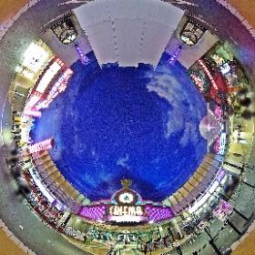 シネマイクスピアリ前。天井の湾曲したくぼみが全天球画像に最適なシチュエーション。 #TDR全天球画像