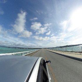 ナンマムイ車で5分古宇利島へ向かう長い橋2