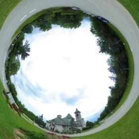 L'extérieur de l'Abbaye de Saint-Benoît-du-Lac #theta360 #theta360fr