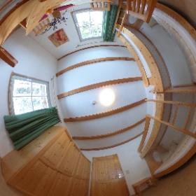 Einer von insgesamt drei Schlafräumen in den Gästehäusern des Naturschutzzentrum Erzgebirge. Die Gästehäuser bietet Platz für bis zu 10 Personen und können ganzjährig gemietet werden. #theta360 #theta360de