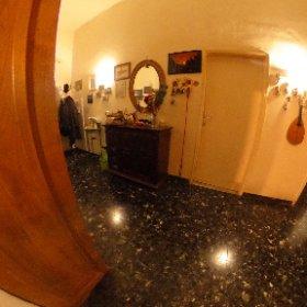 www.chiantifiorentino.it/R-3030 Firenze, in zona San Iacopino, vendesi appartamento di 4 ampi vani oltre balcone gergale, posto al piano rialzato di una palazzina in ordine. Abitabile ma da ammodernare. #chiantifiorentino #immobiliare #firenze #theta360it