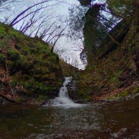 檜原村の九頭龍の滝で滝シータ! #滝  #theta360