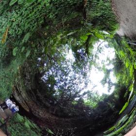 ガンガラーの谷、男の神様の洞窟へ #theta360