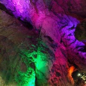 幻想的な世界!! 日原鍾乳洞!! 天井を走る断層もくっきり見えます!! 地学の学びにも使える!!! #theta360