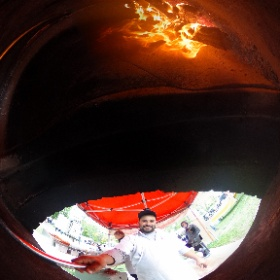 360 Niagara様「Wood Fired Pizza」 I set my THETA S on a pole, activated self-timer mode and inserted it quickly in the oven. #theta360