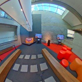 En direct en 360 ° 15 minutes avant le point de presse pour Yoopa Rêve de Theo au Musée de la civilisation  #theta360