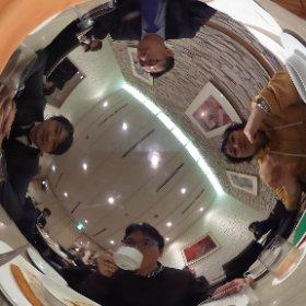 岡嶋先生、得上さん、日経BP栗野氏と、機械学習を利用して日本文化の本質を探求するプロジェクトの打ち合わせ。メンツ的にわかる人には何の話かバレそうではあるが… #theta360