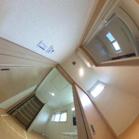 洗面所と脱衣室がある広々サニタリー #那珂川町茶色タイルの家 #福建住宅株式会社 #theta360