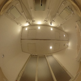 熱海ホテルの従業員用ユニットバス(浴槽はTOTO使用、シャワー3箇所有り) #theta360