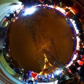 Patinoire de Paris à côté de la Tour Eiffel #theta360 #theta360fr