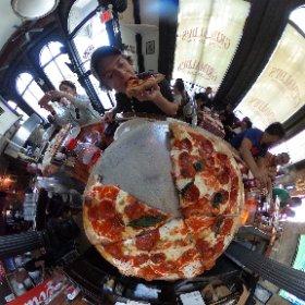 NYC pizza. #theta360