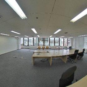 サンプラザ404 会議室家具入り 窓見える位置