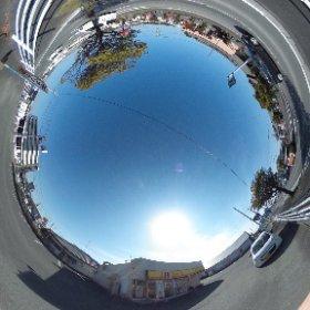 ほっかほっか亭とほっともっとが道を挟んで向かい合わせの激戦地 #theta360