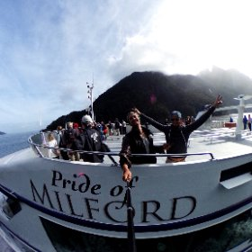 Possibly the most beautiful boat trip ever! Milford Sound in New Zealand 😱#360druustory #theta360 #theta360de