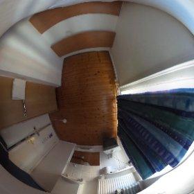 ロンドンの宿、クソ高いなぁ。この風呂トイレ共同で45ポンド(約8000円)! #theta360