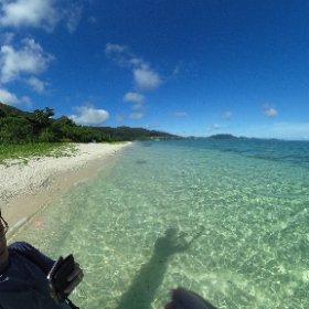 干潮で珊瑚礁が干上がって泳ぎにくくなったので米原ビーチからかえってきた。今日はガイド付きでやったけど、明日もガイド付きでここに来ることに決めた。沖縄本島よりだいぶ透明度が高い。 #theta360
