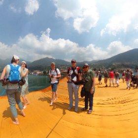 Wandeln auf Christo's schwimmenden Stegen - zusammen mit Tausenden Gleichgesinnten. 😜 #theta360