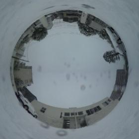 2/8は大雪。教会の駐車場も真っ白になりました。