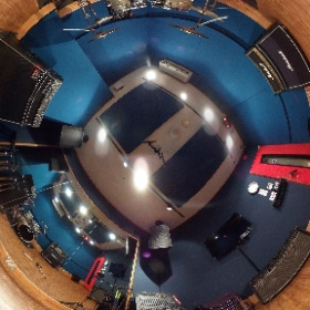 【#店舗情報】G2スタジオを360°カメラで撮影してみました! 4〜5名のバンドさんに人気のスタジオです!正方形に近いので向かい合っての音合わせに最適! #studionoah #リハスタ #4ピース #shibuya #theta
