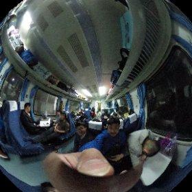 景徳鎮へ向かう電車の車内。  乗車時間は朝の4時20分。   みんな眠たそうです。   こんな中、イヤホンを使わずに音楽を聴く人もいてびっくり。 #theta360
