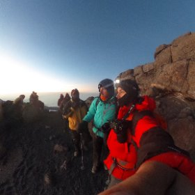The sun begins to rise on the summit ridge line of #Kilimanjaro after an all night climb to 19,000 feet! #theta360 #sevensummits
