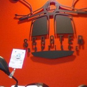 Scooter Boutique Hellevoetsluis  Www.scooterboutique.nl | verkoop | inkoop | reparatie | onderhoud en schade verzorgen wij voor alle merken 1.1