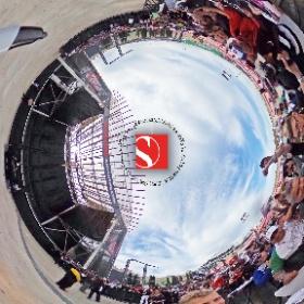 2016 United States Grand Prix - Marcus Ericsson with Fans - Sauber F1 Team
