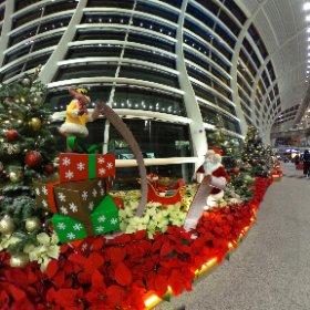 Santa has a long wish list. HK International Airport #theta360