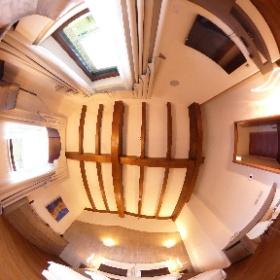 La suite, dedicata a Radicofani, ha una camera con letto matrimoniale o due singoli e la possibilità di aggiungere un letto singolo.