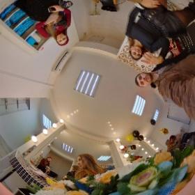 Ялта, ул. Наб. им Ленина, 5А / Салон ГАЛЕРЕЯ КРАСОТЫ / Алёна с поздравляем с открытием 27122020 #theta360