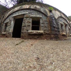 長佐世保要塞 石原岳堡塁。 長崎県 #西海市にある #要塞公園 。#佐世保軍港保護のために明治32年に完成しました。#砲弾跡もあり クルッブル式十式カノン砲が使われてた。写真は保管庫施設だ。。