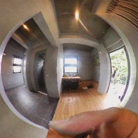瑞穗山下的厝溫泉民宿四人房玄關和浴室 #theta360