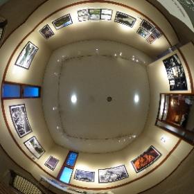 長野県安曇野市穂高有明にあるギャラリーレクランにて開催されていた写真展「十人十色 15の色」第2期の様子を360°全天球画像でご紹介します。♪  こちらは第一室で展示されていた増村多賀司さんの作品です。  開催場所:ブレ・ノワール併設ギャラリーレクラン       長野県安曇野市穂高有明7686-1  開催期間:2019年1月24日〜2月4日まで(火、水はお休み)  開館時間:10時〜16時30分 #theta360
