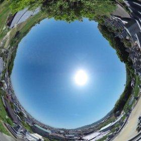 本日はお天気も良くてお墓参り日和♪ 一家そろってプチドライブです。
