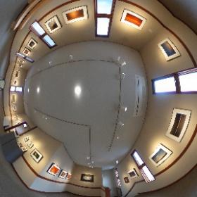 長野県安曇野市穂高有明にあるギャラリーレクランにて開催された写真展「十人十色 15の色」第1期の360°全天球画像です♪  こちらは第三室で展示されたの小杉峰之さんの作品です。  開催場所:ブレ・ノワール併設ギャラリーレクラン       長野県安曇野市穂高有明7686-1  開催期間:2019年1月10日〜1月21日まで(火、水はお休み)  開館時間:10時〜16時30分、1月21日は14時まで #theta360