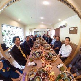 祝賀会でシータθ @雅楽(プノンペンの日本料理店) #theta360
