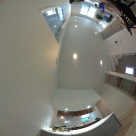 ご家族の新生活の中心となるLDKのキッチンを望む目線の360度画像