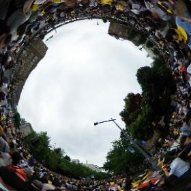 8/14の横浜のポケモンのイベント、本当に人大杉。THETA S で撮影した360度画像はこんなカンジ。雨無くして再度アップ。#ピカチュウ大量発生チュウ #theta360