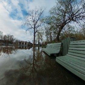 Les fesses dans l'eau. #inondarions #montreal #theta360 #theta360fr