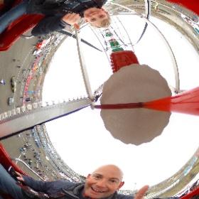 Met Marijn in het reuzerad tijdens de Runnersworld Circuitrun. @cpztweets #theta360