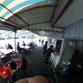 小柴のどんぶりや。いかにも漁港の片隅の食堂。 #theta360